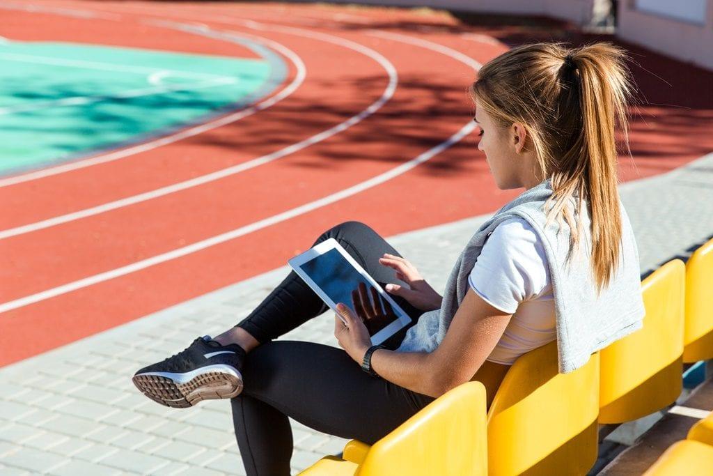 Como as plataformas digitais podem aumentar a visibilidade de esportes menos populares?